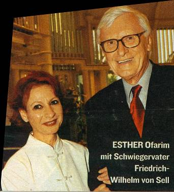 Esther Ofarim & Friedrich-Wilhelm von Sell at the benefit gala 2003 - picture © by  BUNTE